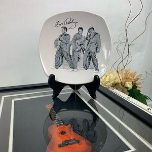 Elvis Presley signatures plate white